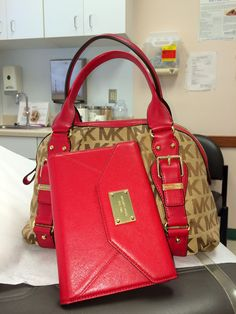 My MK iPad mini case and purse. Dynamic duo👜📱