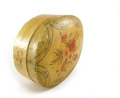 Jewelry or trinket box! Vintage oval lacquered paper mache box by reconstitutions on etsy
