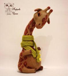Жирафик Марсель, ок.23 см #жираф #валяныйжираф #сухоеваляние #ручнаяработа #шерсть #жирафизшерсти #handmade #irinaalferova #toy #teddy #иринаалферова #жирафик #игрушка #подарок #сувенир #жирафмарсель #марсель #войлочныйжираф #войлок
