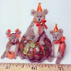Good Sam Showcase of Miniatures: Dealer Bridget McCarty- Animals, Figures, Holiday Decor & Vignettes