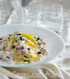 Ravioli con salmone mela e ricotta è un delizioso e delicato primo piatto di pasta fresca, veloce e gustoso; un abbinamento insolito ma riuscito ...