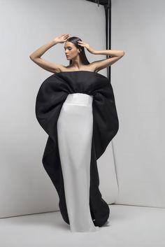 Piękna ❤ Jeśli podobają Ci się treści jakie udostępniam😍, dołącz d. Haute Couture Gowns, Couture Dresses, Couture Fashion, Velvet Evening Gown, Evening Dresses, Elegant Prom Dresses, Beautiful Dresses, African Lace Styles, White Chic