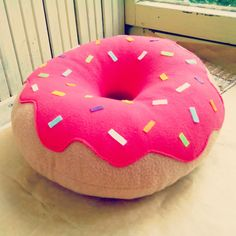 Donut Pillow Designer Pillow Decorative by FainyiaShtuchki(Diy Pillows) Cute Pillows, Diy Pillows, Food Pillows, Wash Pillows, Cute Cushions, Pillow Ideas, Sewing Pillows, Throw Pillows, Designer Pillow