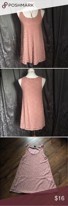 "💥Forever 21 pink lace sleeveless shift dress Forever 21 sleeveless pink/coral dress.   •Has a built-in slip and a lace outer layer •Fits loosely and is super cute!   •Has some tiny loose elastic threads (see pic) which are hard to see, otherwise is in good condition.   •Size XS •Length: 31"", armpit to armpit: 17""                      👗 Check out more dresses in my closet 👗                            ⚜️ same/next day ship ⚜️ 🐲 smoke free 🐲  I do not discuss price in the comments, use…"