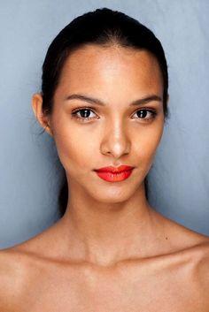 Lais Ribeiro. Soft make up and red lips.