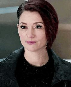 Chyler Leigh Supergirl, Supergirl Alex, Supergirl And Flash, Tv Show Couples, Alex Danvers, Lexie Grey, Melissa Benoist, The Cw, Cool Girl