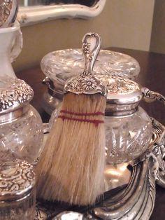 No Minimalist Here: Silver Vanity Set Silver Vanity, Antique Vanity, Vintage Vanity, Silver Dresser, Look Vintage, Vintage Beauty, Vintage Silver, Antique Silver, Vintage Dress