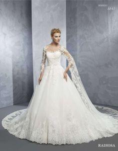 7d35de6f37ef 8 Great Abiti da sposa da principessa images