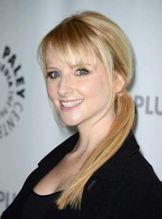 'Melissa Rauch' actress and comedian & best known for her role as Bernadette on the CBS sitcom The Big Bang Theory. Melissa Rauch, Back To School Hairstyles, Hairstyles For Round Faces, Blonde Back, Platinum Blonde Hair, Big Bang Theory, Bigbang, Bangs, Short Hair Styles