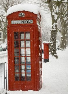 Christmas in London - red phone booth in the snow = Are all there phone booths gone also? London Winter, London Snow, London Christmas, Winter Christmas Scenes, Christmas In England, Christmas Ideas, Christmas Decorations, Winter Szenen, I Love Winter