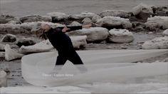 Photographie tirée du film Glace, Crevasse et Dérive produit par Fleuve   Espace danse.