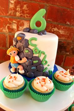 Think this might have solved my mountain climbing themed cake issue!  Love it.