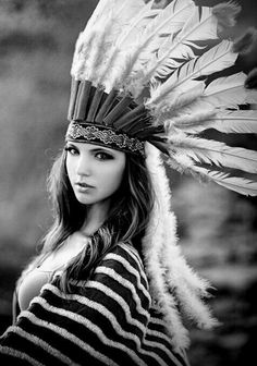 New Fashion Photography Indian Headdress Ideas Native American Girls, Native American Beauty, Indiana, Hipster Girls, Boho Life, Indian Heritage, Native Style, Halloween Disfraces, Native Indian