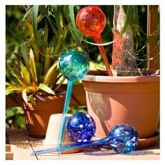 Riego de Plantas Aqua globes (Set de 2 unidades) el riego automático hasta semanas en tus vacaciones. Embellece y decora sus macetas.