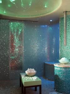 A eucalyptus steam room...every home should have one.