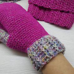 Virkkuumania: Talviset virkatut asusteet Fingerless Gloves, Arm Warmers, Glitter, Fashion, Fingerless Mitts, Moda, Cuffs, Fashion Styles, Fingerless Mittens