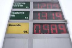 Low oil prices put strains on Gulf currency pegs - Business - Dunya News International Business News, Dunya News