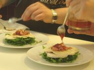 Presentation of the food is very important¡ even if it is a salad we can elaborate nice and very good recipes¡ El emplatado es muy importante. Aunque sea una ensalada, podemos conseguir platos muy sabrosos y muy atractivos a la vista.