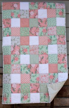 Baby girl floral quilt/blanket in mint, pink and white Baby Quilts Easy, Baby Girl Quilts, Baby Girl Blankets, Girls Quilts, Strawberry Baby, History Of Quilting, Fat Quarter Quilt, Patchwork Blanket, Quilt Block Patterns