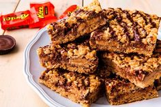 Reese's Stuffed Rice Krispies Treats - The Best Video Recipes for All Rice Krispies, Rice Krispie Bars, Rice Krispy Treats Recipe, Rice Crispy Treats, Yummy Treats, Sweet Treats, Just Desserts, Delicious Desserts, Cookie Recipes