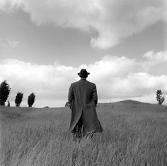 """Il visionario è l'unico realista.""   photo by Rodney Smith"