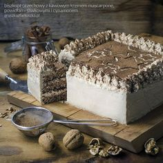 tort biszkopt orzechowy z kremem kawowym, powidłami i cynamonem