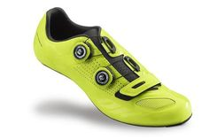 Specialized S-works Road Shoe Color Dipped. Specialized came up with an all new and limited edition collection of cycling gear in one unique color. For this first Color Dipped collection they chose Hyper Green  | Racefietsblog.nl