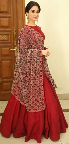 Tamannaah Bhatia Flashes Her Milky White Sexy Back in a Maroon Dress At Telugu Film 'Speedunnodu' Audio Release in Hyderabad ★ Desipixer ★ India Fashion, Ethnic Fashion, Asian Fashion, Indian Look, Indian Ethnic Wear, Pakistani Outfits, Indian Outfits, Pakistani Mehndi, Desi Clothes