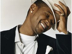 he has the perfect smile. usher<3