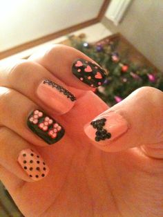 .I want to try this on my nails. so cute