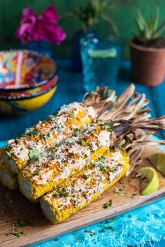 This Mexican street food will become your new favourite way to eat good ol' corn on the cob. Swarth in sauce and dust in cheese, yes please! Grilled Fruit, Grilled Vegetables, Barbecue Recipes, Grilling Recipes, Grilling Tips, Braai Salads, Grilled Vegetable Recipes, Mexican Street Food, How To Cook Beef