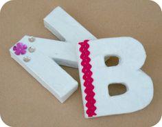 Aprende como hacer estas preciosas letras de carton con un tetrabrik de leche en mi blog ;)