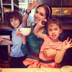 Birthday 2017 @mamasinthebuilding AWW! such a gorgeous picture of Dasha Zhukova with Aaron and Leah Lou Abramovich . They look so much like her and nothing like Roman whereas all his other children look exactly like him and nothing like his ex wife Irina