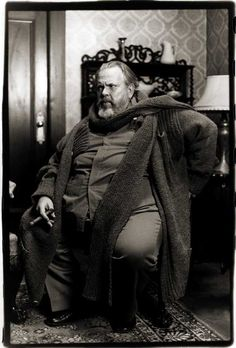 Orson Welles young photos best movies early acting career quotes first film height weight spouse. Martin Scorsese, Alfred Hitchcock, Classic Hollywood, Old Hollywood, Famous Portraits, Fritz Lang, Orson Welles, Great Films, Classic Films