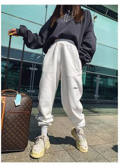 Outfits con Baggy Pants perfectos para tu mood de cuarentena #baggy #sweatpants #outfit ¡Oh sí! Retro Outfits, Cute Casual Outfits, Boho Outfits, Fashion Outfits, Spring Outfits, Grunge Outfits, Modest Fashion, Sporty Outfits, Muslim Fashion