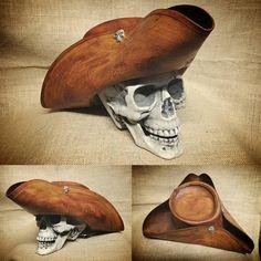 """""""www.Laboracuoio.it Facebook: Laboracuoio #leather #leatherhat #hat #sombreros #sombrero #chapeau #tricornios #tricorn #conquest #laboracuoio…"""""""