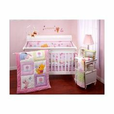 a74c88a7fcee Winnie the Pooh baby room. This is a cute theme for a little girl.