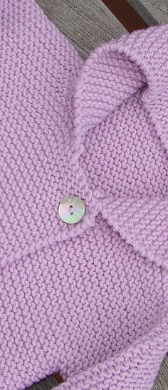 This Pin was discovered by Ine Baby Cardigan, Cardigan Bebe, Baby Vest, Baby Sweater Knitting Pattern, Baby Knitting Patterns, Hand Knitting, Brei Baby, Crochet Baby, Knit Crochet