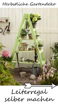 Der Herbst kommt mit großen Schritten und wir haben schon wieder ganz viele Ideen, wie wir den Garten herbstlich schmücken können - z.B. mit diesem Leiterregal zum Selberbauen .