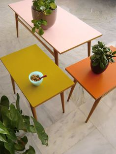 1 coffee tables + 2 side tables – Wooden pencil legs, tops painted in 3 solid colors