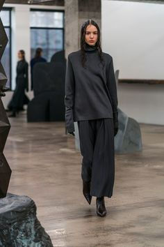 The complete The Row Fall 2018 Ready-to-Wear fashion show now on Vogue Runway.