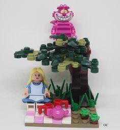 Lego Alice in Wonderland & Cheshire Cat Minifigures Vignette 88 – Ella's pin… Lego Alice im Wunderland & Cheshire Cat. Lego Disney Princess, Princess Zelda, Lego Minecraft, Lego Duplo, Legos, Lego Minifigure Display, Disneyland, Lego Craft, Lego Room