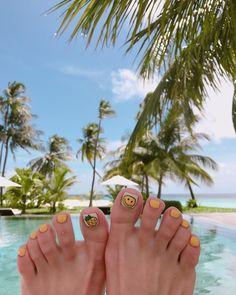 마사지 해주는 분도 오스트리아에서 온 파워블로거 외국인도 탐내하던 #패디큐어 #파인애플 ��#스마일 �� #몰디브 를 배경으로 ���� @hobak_nail 원장님 예쁘게 그려주셔서 감사해요 #parkhayatthadahaa #honeymoon #maldive #justmarried http://gelinshop.com/ipost/1518728017239985522/?code=BUTmxXKBc1y