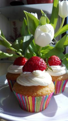 Cupcakes cu iaurt de capsune si crema de branza/ Cupcakes with strawberry yogurt and cream cheese frosting Strawberry Cupcakes, Cream Cheese Frosting, Yogurt, Muffins, Desserts, Food, Tailgate Desserts, Muffin, Deserts