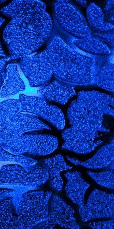 Blue Frosted Window Detail - ©/cc Tony Hisgett www.flickr.com/photos/hisgett/4220467014/