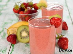 Blend this healthy, nutrient-dense strawberry kiwi smoothie that will leave you feel energized! Blend with a lot of ice to make it a thick, creamy smoothie! Smoothies Kiwi, Strawberry Kiwi Smoothie, Smoothie Fruit, Healthy Fruit Smoothies, Best Smoothie Recipes, Smoothie Drinks, Healthy Drinks, Healthy Snacks, Healthy Recipes