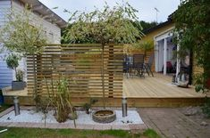 belysning staket - Sök på Google Japanese Bathtub, Japanese Soaking Tubs, Outdoor Spaces, Outdoor Living, Outdoor Decor, Japanese Fence, Garden Privacy, Bois Diy, Recycled Garden