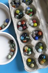 Murmel sortier/Mengen Eierkarton This Mancala game uses bowls instead of cutting the carton- may be better for transport- leave carton lid on. Going to use pea gravel - cheap option for 800 students! Fun Math, Activities For Kids, Mancala Game, Classroom Games, Classroom Ideas, Third Grade Math, Thinking Day, Math Facts, Teaching Math