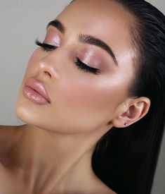 How To Get A Soft Glam Makeup Look Outstanding soft pink makeup look for a brunette Related posts: A formal makeup is all about the soft glam smokey eye. Grab these products to do… 23 Glam Makeup Ideas for Christmas 2017 Full Face Prom Makeup Green Eyeshadow, Makeup For Green Eyes, Pink Makeup, Eyeshadow Looks, Eyeshadow Ideas, Gold Makeup, Metallic Makeup, Bronze Eyeshadow, Neutral Makeup