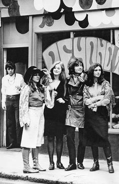 A Dandy In Aspic: Smashing Time - The Ultimate Swinging London Film Swinging London, Sixties Fashion, Retro Fashion, Club Fashion, Vintage Fashion, Carnaby Street, Girls Slip, Twist And Shout, Old London